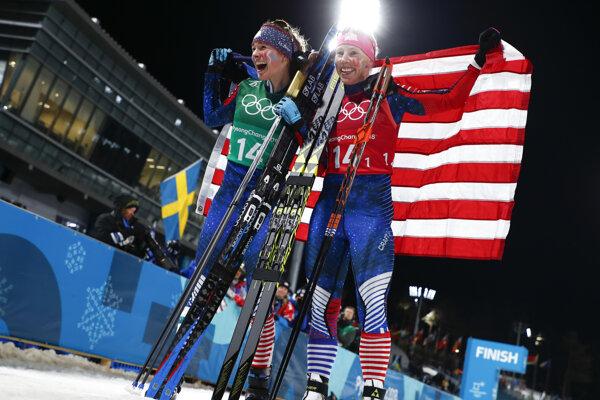 Američanky Kikkan Randallová (vpravo) a Jessica Digginsová.