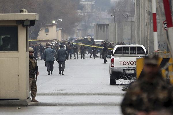 Pri útokoch islamistov zahynulo v Aganistane najmenej 30 ľudí