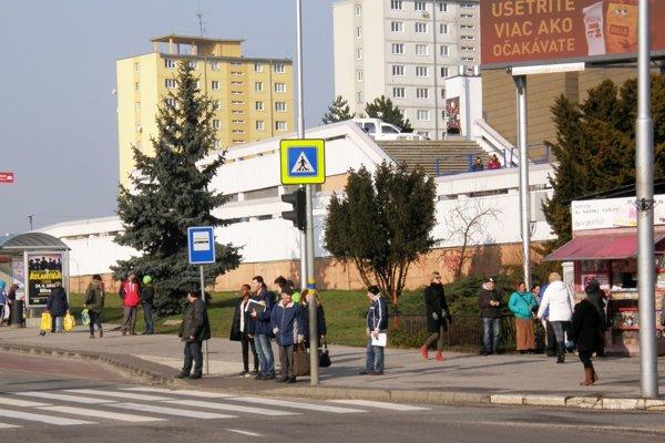 Infocentrum má stáť pri bývalom OD Tesco - na mieste, kde je novinový stánok a trávnik.