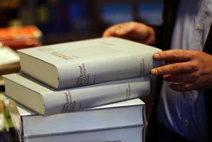 Nová vezia Mein Kampfu sa dostala na pulty nemeckých kníhkupectiev.