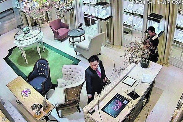 Zlodejov zachytila priemyslená kamera.