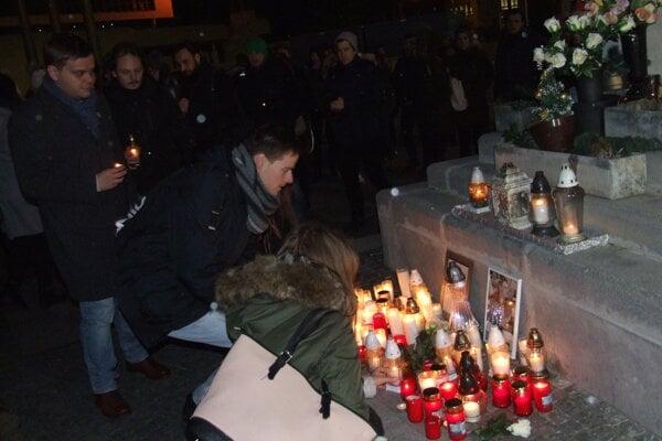 Pietna spomienka sa konala na Svätoplukovom námestí, pri Mariánskom stĺpe.