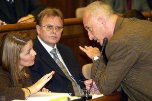 2. december 2003. Jeho manželka Diana bola poslankyňou za ĽS - HZDS.