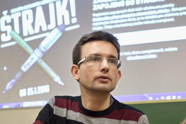 Viktor Križo z Iniciatívy slovenských učiteľov.