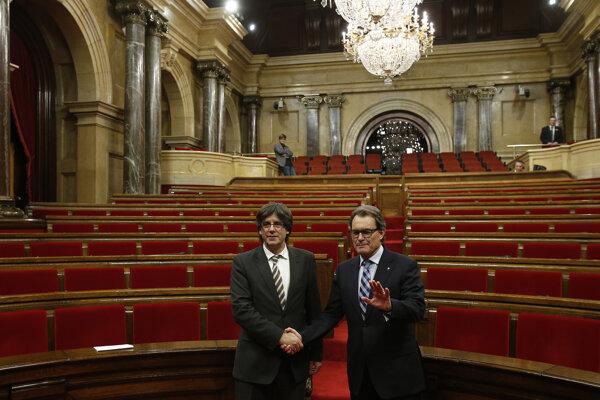 Puigdemont prebral funkciu po Arturovi Masovi.