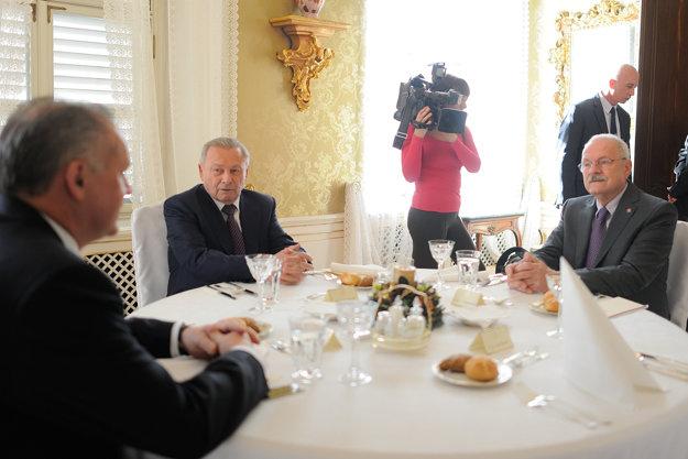 Kiska hostil exprezidentov Gašparoviča a Schustera.