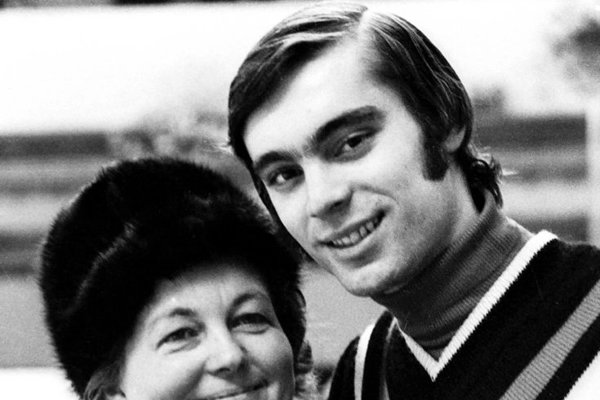 Ondrej Nepela s trénerkou Hildou Múdrou na MS v krasokorčuľovaní 1. marca 1973.