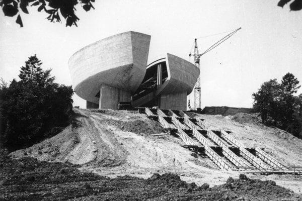 Stavba Pamätníka SNP v roku 1966.