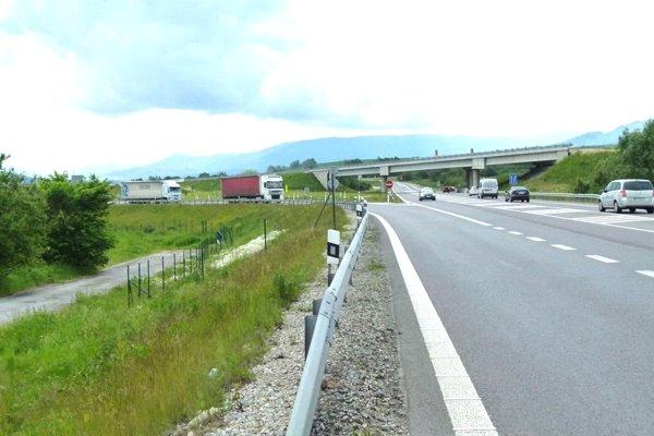 Na tomto mieste za Turanmi apred Ratkovom sa končí diaľničný úsek Dubná Skala – Turany.