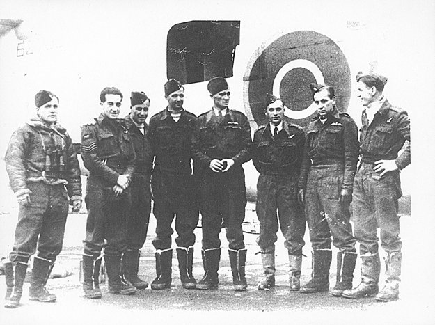 Československá posádka bombardéra Liberator (kódové označenie GR.Mk. VBZ796 H), ktorá dňa 27. 12. 1943 potopila nemeckú ozbrojenú obchodnú loď Alsterufer.