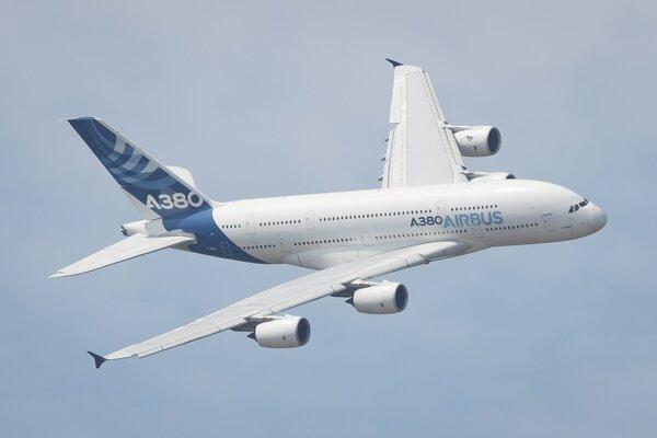 Letová ukážka najväčšieho dopravného lietadla sveta Airbus A380.