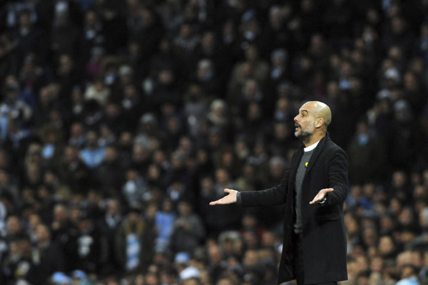Začudovaný Pep Guardiola, tréner Manchestru City.