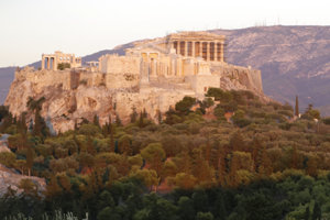 Akropola je jednou z najslávnejších turistických lákadiel Grécka.