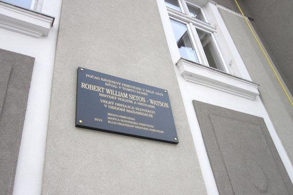 Pamätná tabuľa pripomína návštevu britského historika v Prievidzi.