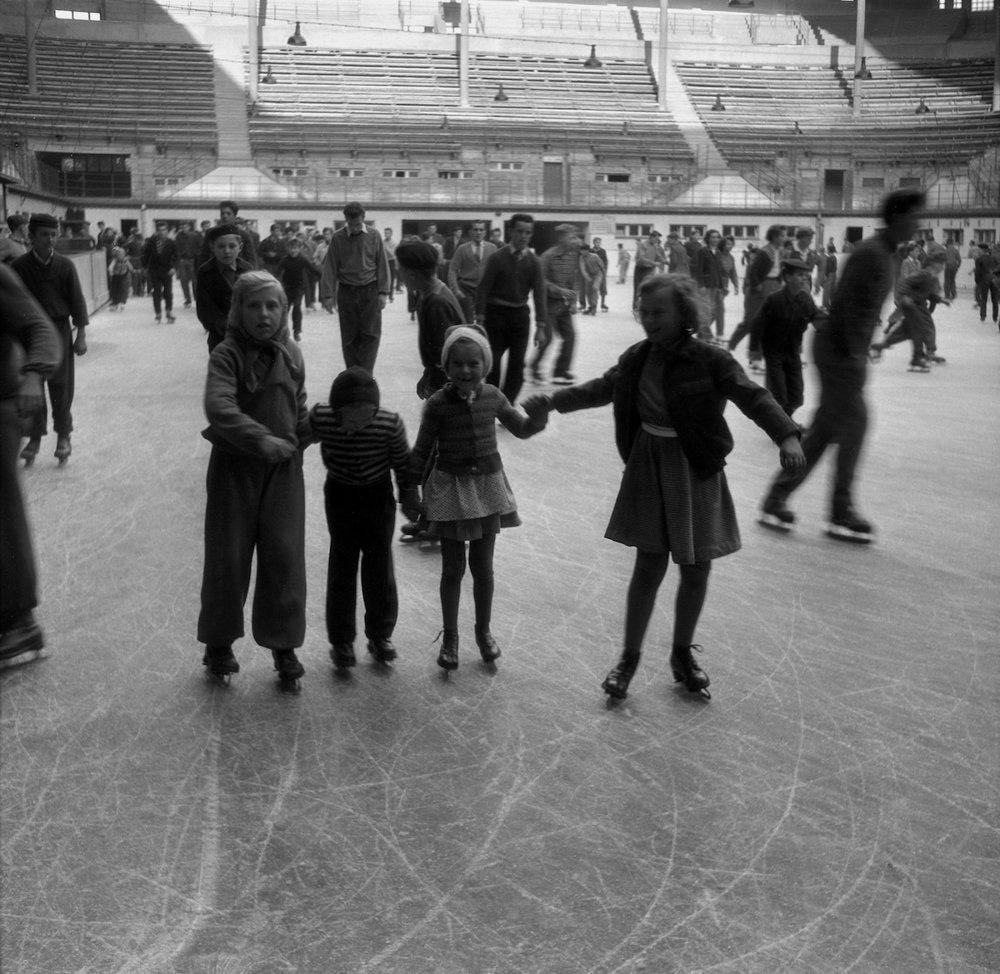 Na archívnej snímke z 20. októbra 1955 zimný štadión v Bratislave otvoril sezónu.