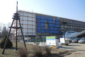 Budovu stavebnej školy rekonštruujú.