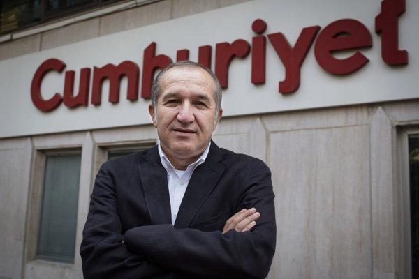 Vo vyšetrovacej väzbe naďalej zostáva Akin Atalay, predseda správnej rady Cumhuriyetu.