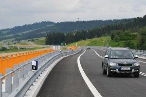 Po skolaudovaní diaľničného úseku D3 vlani v júni sa ukázalo, že sú potrebné ďalšie dodatočné práce.
