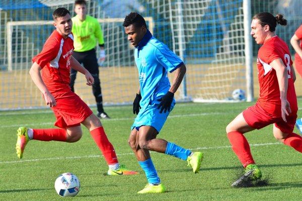 Nový muž v drese Šale Kingsley Iheme prispel k výhre Dusla nad Topoľčanmi dvoma gólmi.