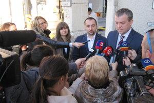 Novinárov o aktuálnej situácii informovalo vedenie bojnickej nemocnice aj zriaďovateľ.
