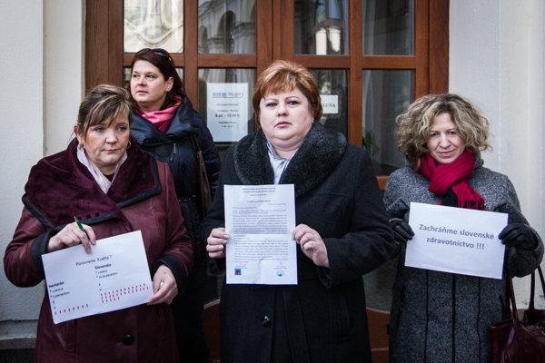 Sestry odovzdali otvorený list premiérovi Robertovi Ficovi.