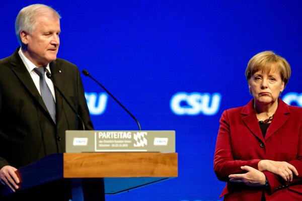Na snímke Horst Seehofer s kancelárkou Merkelovou.