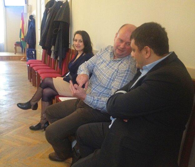 Tomáš Nagy (v strede) dvakrát lobboval u mestských poslancov. Napokon uspel.