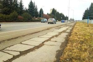Začnú s najviac zničenými chodníkmi a cestami.