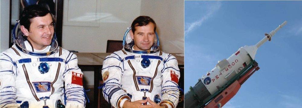 Vladimir Titov a Gennadij Strekalov pred štartom Sojuzu 10-1 v roku 1983. Za život vďačia záchrannému systému SAS (САС система аварийного спасения), ktorý je umiestnený na špičke kozmickej lode.