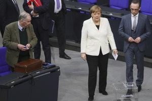 Merkelová v Budestagu po zvolení za kancelárku.