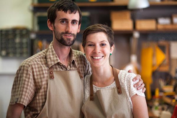 Veronika Pikalíková a Bastien Boisanfray tvoria Ateliér Verbua.