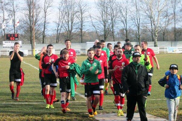 Futbalisti Jelky, zverenci trénera Karola Navrátila, sa tešili z víťazstva nad Hornými Salibami.