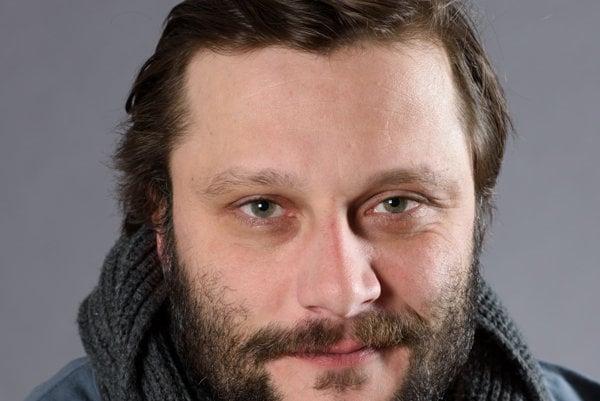 Marek Geišberg je známy skôr z martinského divadla, teraz ho však môžete vidieť v seriáli Kolonáda.