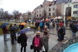 Na zvolenské námestie prišlo okolo 150 ľudí.