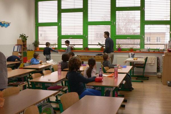 Časť  škôl  vyučuje v upravenom režime. Ilustračné foto