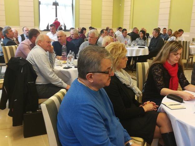 Starostovia a primátori sa stretli na zasadnutí Združenia miest a obcí Novohradu.