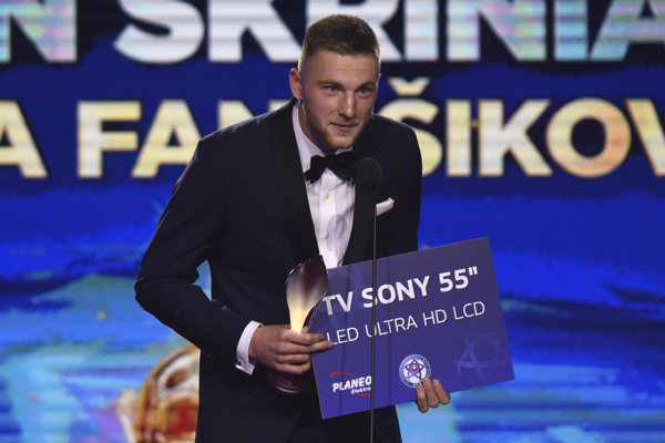 Žiarčan Milan Škriniar, hráč Interu Miláno.