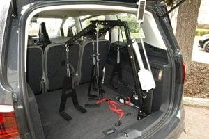 Zariadenie na zdvíhanie vozíka v kufri vozidla.
