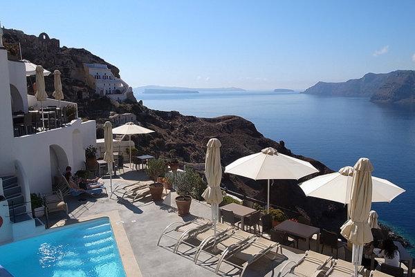 Santorini je najobľúbenejšie miesto pre romantické dovolenky v Grécku.