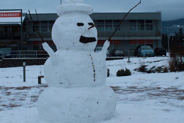 Dvojmetrový snehuliak v Lehote pod Vtáčnikom.