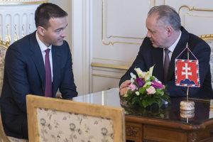 Kandidát na ministra vnútra Tomáš Drucker (vľavo) a prezident SR Andrej Kiska.