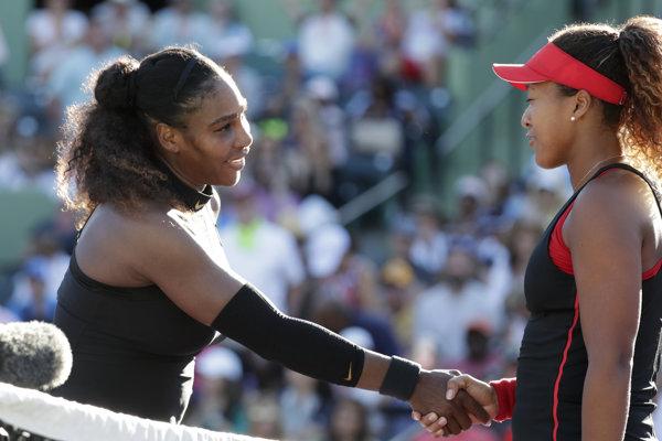 Serena Williamsová (vľavo) nestačila v Miami na Naomi Osakovú.