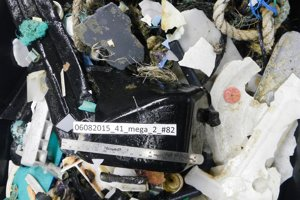 Odpadky, ktoré našli výskumníci počas expedície.