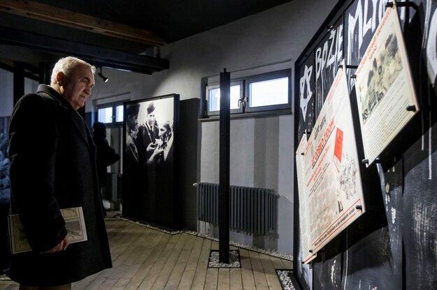 Interiér novootvoreného múzea holokaustu.