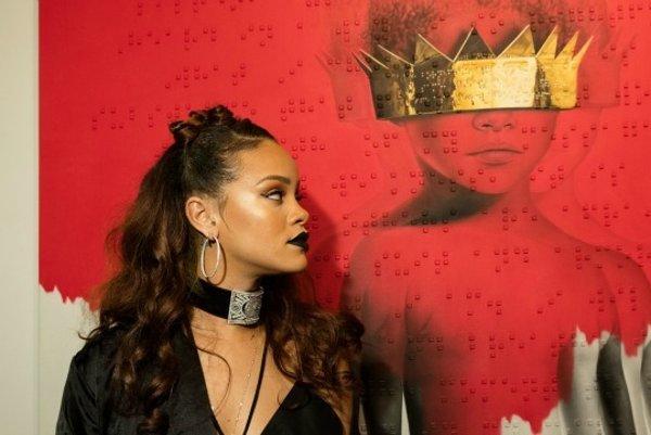 Rihanna s obalom albumu.