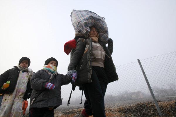 Utečenci po náročnej ceste často prídu o všetok majetok.