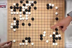Počítačový program AlphaGo porazil človeka prvýkrát minulý rok. Tento rok sa chystá na ďalší zápas.
