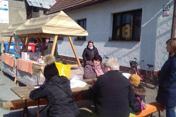 Príjemné počasie vytiahlo na ochutnávky desiatky ľudí.