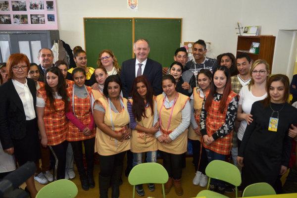 Elokované pracovisko kežmarskej súkromnej Strednej odbornej školy Biela voda v obci Ihľany navštívil vlani v apríli prezident Andrej Kiska.