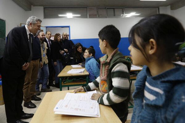 Vysoký komisár OSN pre utečencov navštívil sýrskych študentov v Bejrúte.
